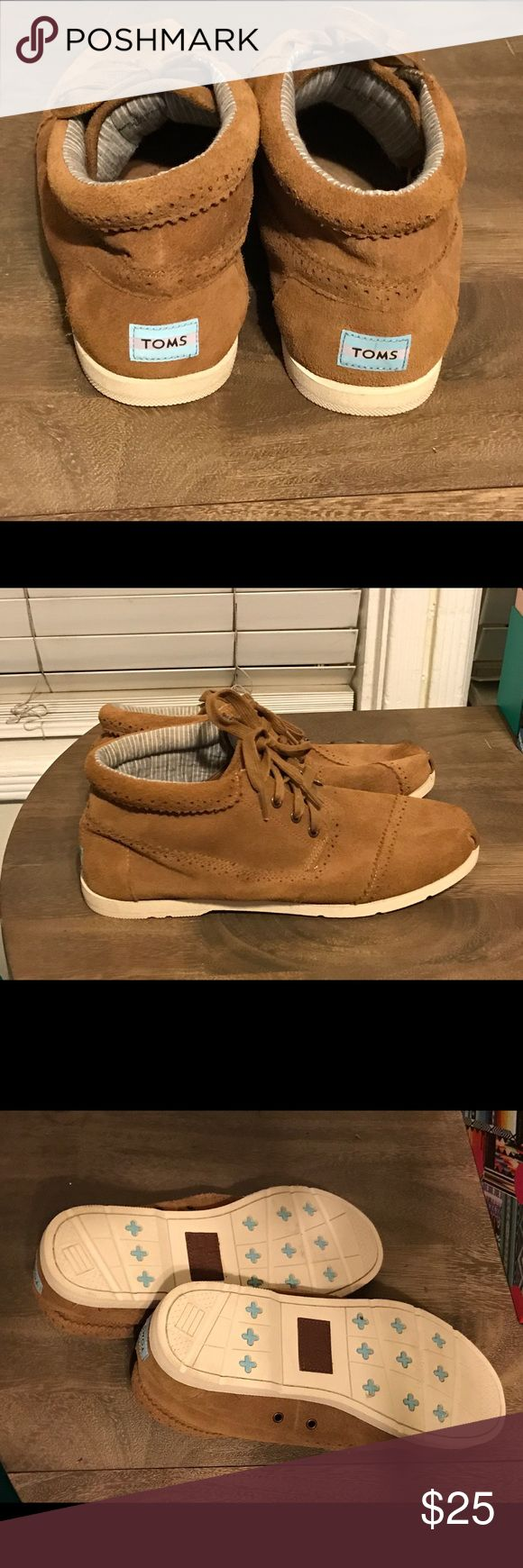 NWOT Toms Wisett Desert Suede Botas Chukka Boot Like new, these were given as a gift and were too tight. They are very comfortable TOMS for Men. TOMS Shoes Chukka Boots