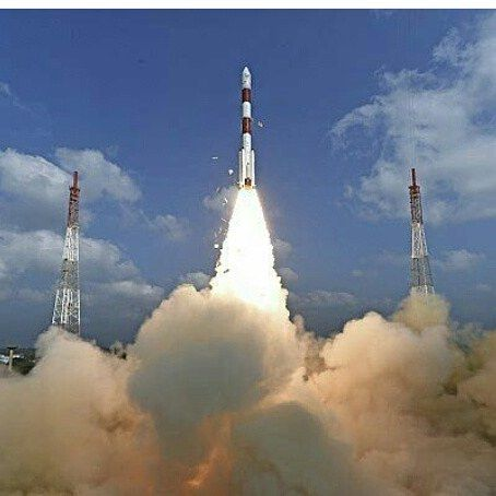 A record-breaking blast off  India's Space Research Organisation (ISRO) successfully launches 104 satellites from a single rocket. That's almost TRIPLE the previous record (39) set by Russia in 2014. The rocket carried a 714kg main satellite for Earth observation and 103 'nano satellites'. Nearly all of the smaller satellites are from other countries, including Israel, Switzerland, and the United States. Congratulations, ISRO! Photo credit: AP #india #space #isro #science #spacerace#record
