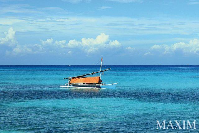 Ini adalah pemandangan Pulau Lanjukang. Semakin jauh Anda berlayar semakin seksi pulau yang Anda temui . Soal laut pantai dan terumbu karang semuanya dijamin membuat Anda tercengang hingga gosong dibakar matahari . #maximtravel #maximindonesia #travel #Lanjukang #pulau #indonesia  via MAXIM INDONESIA MAGAZINE OFFICIAL INSTAGRAM - Luxury Lifestyle  Entertainment  Girls  Gaming  Tech  Fitness  Cars  Sports  Fashion