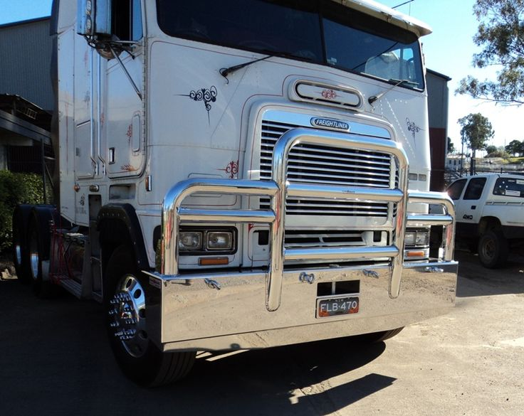 Freightliner FLB Logan Metro bullbar with 4inch pipe