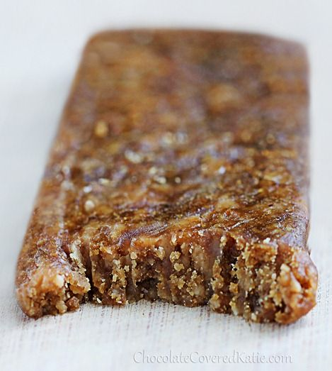 Peanut Butter Protein Bars - ONLY 5 INGREDIENTS  http://chocolatecoveredkatie.com/2013/04/04/homemade-peanut-butter-protein-bars/