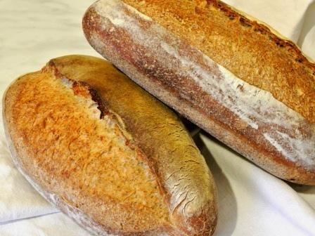 Pane rustico - Un pane semplice e gustoso dal maestro Jeffrey Hamelman (http://www.profumidalforno.it/portal/ricette/forno/pane/pane_rustico)