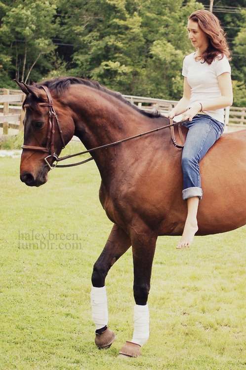 Just some bareback chill. Love the simplicity of the white t-shirt and jeans. #stylemyride @SMRequestrian Style My Ride www.stylemyride.net