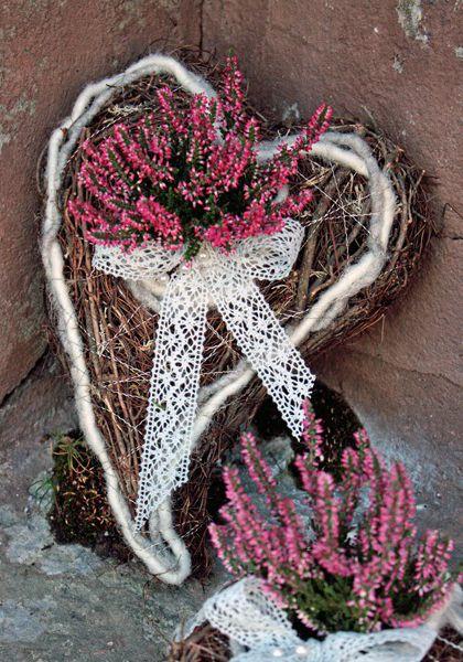 http://holmsundsblommor.blogspot.se/2013/10/hjarta-med-calluna.html Hjärta med calluna