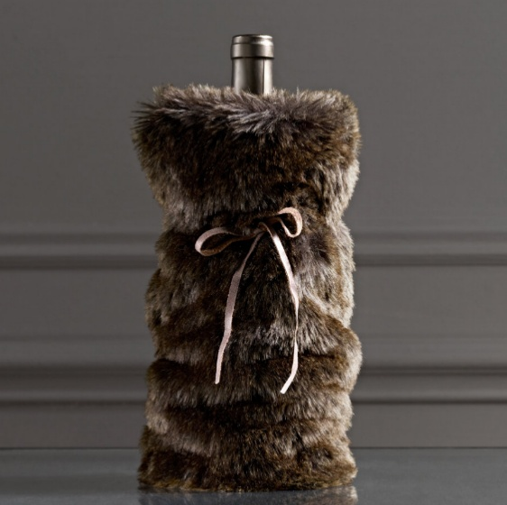 Red haute! Our striking scarlet-hued faux-fur wine bag amps up your gifting game. Overview. Online Exclusive. Faux-fur and faux leather. Height: 13 inches. Imported. Returns. This Online Exclusive style cannot be returned to New York & Company stores.