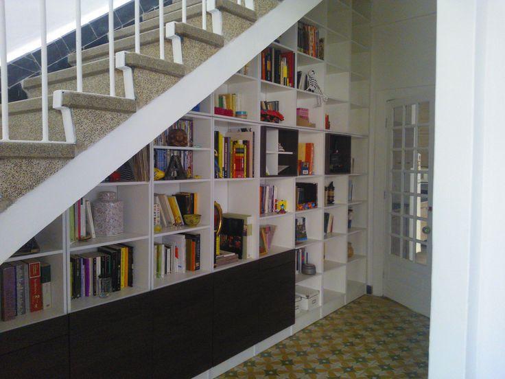 Librero bajo escalera taller dvf pinterest for Librero escalera