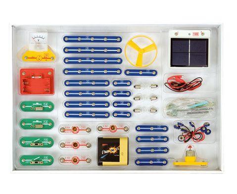 Experimentierkasten Elektrischer Strom: Alle Versuche lassen sich leicht durchführen. Sie ermöglichen schon 8- bis 9-jährigen Kindern, Begriffe und Funktionen zu verstehen. Zum Beispiel die Wirkung des Stroms, Stromquelle, Schalter, Stromkreise, Reihen- und Parallelschaltung usw. Mit dem Kasten decken Sie sämtliche in den Grundschul-Lehrplänen geforderten Versuche ab. Auch zu Themen wie Sonnenenergie, Strommessung, Leiter und Nichtleiter können Sie lehrreiche #Experimente anbieten. #Betzold
