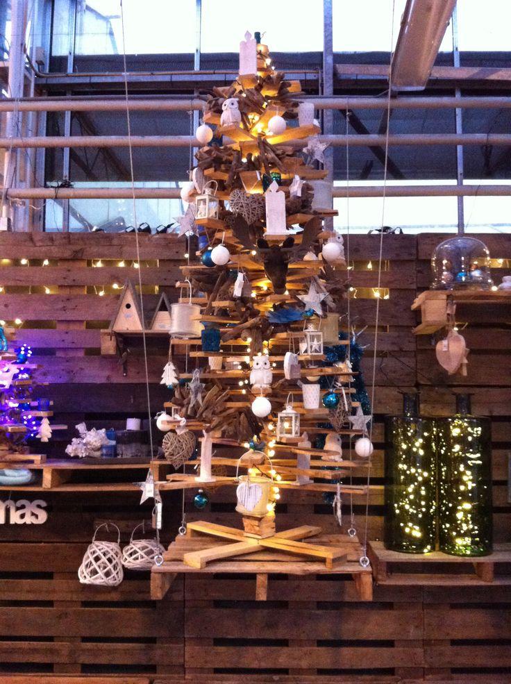 Kerstboom van afval hout