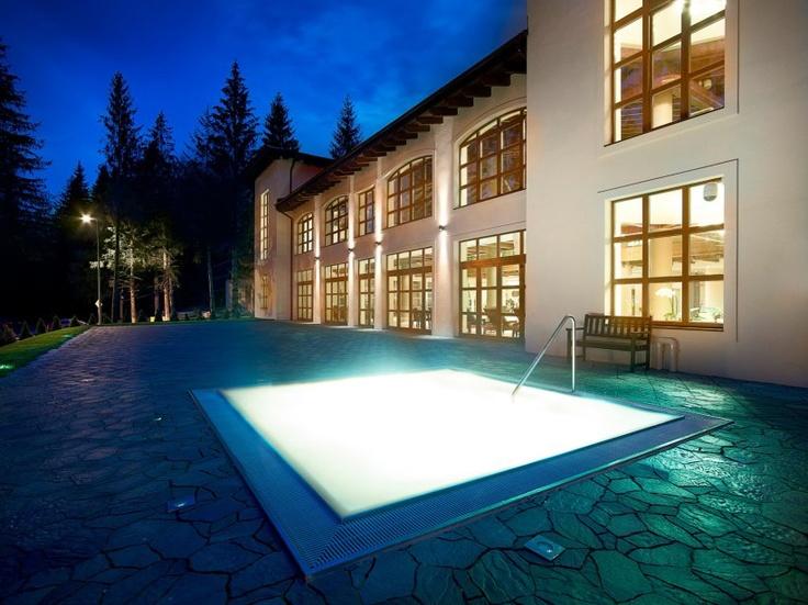 Piscina exterioara cu apa calda la Hotel Ana Sport