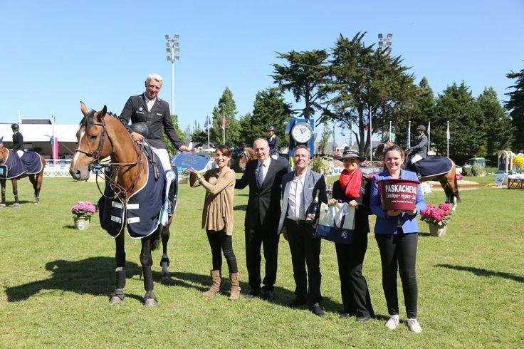Épreuve n° 17 - Prix de La Laiterie de Montaigu - Le vainqueur Roger-Yves Bost et nos partenaires !