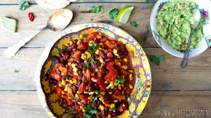 Ben je gek op chili? Deze vegetarische Mexicaanse chili is snel klaar en ook nog ongelofelijk lekker. Perfect voor de dagen dat je wat minder tijd hebt.