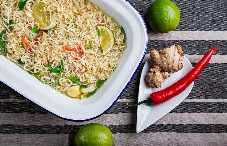 Noodles κοτόπουλο με chili τζίντζερ και σησαμέλαιο