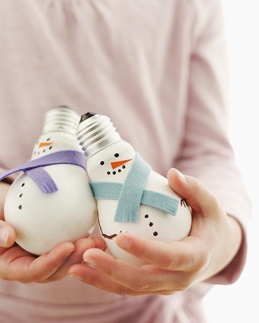 Ampoules grillées transformées en bonhommes de neige. 30 idées de bonhommes de neige sans neige
