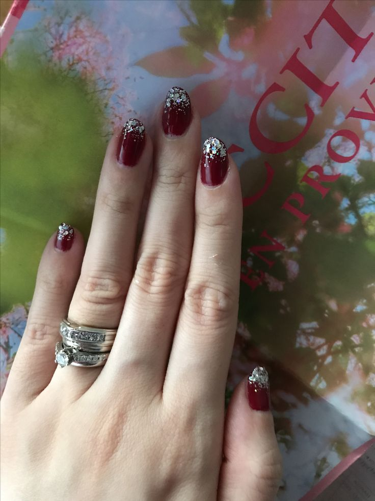 bordeaux with glitters nail gel