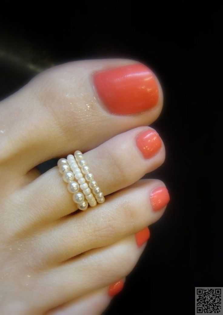 12. #Pearl Toe Ring - Show Your Toes Some Love! Wear Some of #These 24 Bits of Beach #Jewelry for Your Feet ... → Jewelry #Delicate