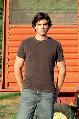 Tom Welling as Clark Kent on Smallville photo - Smallville picture #71 of 89
