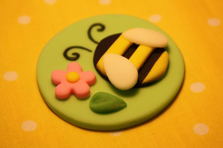 Fondant Cupcake Toppers - Bumble Bee