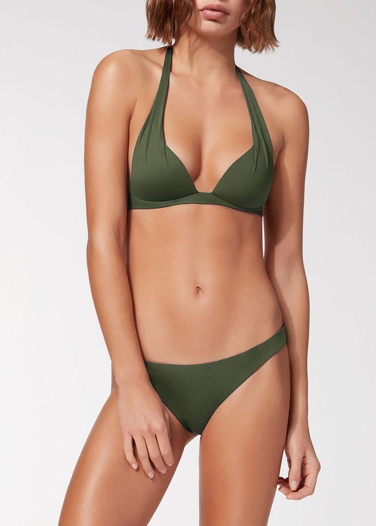 Acquista Bikini Triangolo Graduato Indonesia Safari sullo shop ufficiale Calzedonia. Una lunga tradizione di moda e qualità.