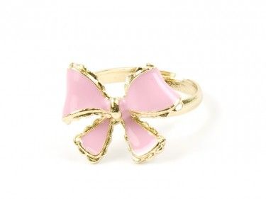 Pierścionek z różową kokardą Sprawdź więcej na www.carlena.pl