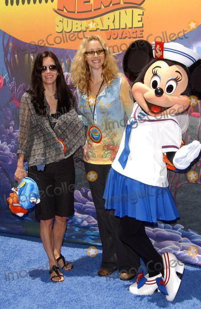 ... Lisa Kudrow,Courtney Cox Photo - Opening of Disneylands Finding Nemo Submarine Voyage
