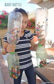 Pasar bolas entre botellas. Juegos de 1 minuto para ganar