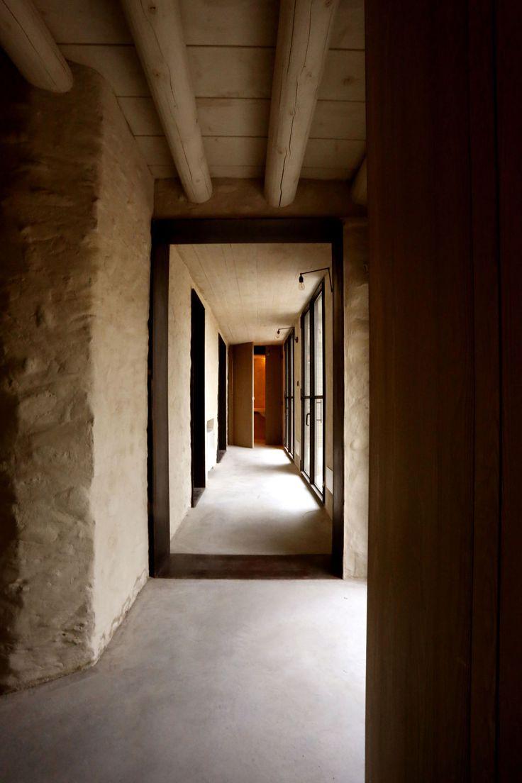 Nicolò Galeazzi | AR2, Filippo Bricolo · Una casa di mattoni su un vecchio fienile in pietra · Architettura italiana