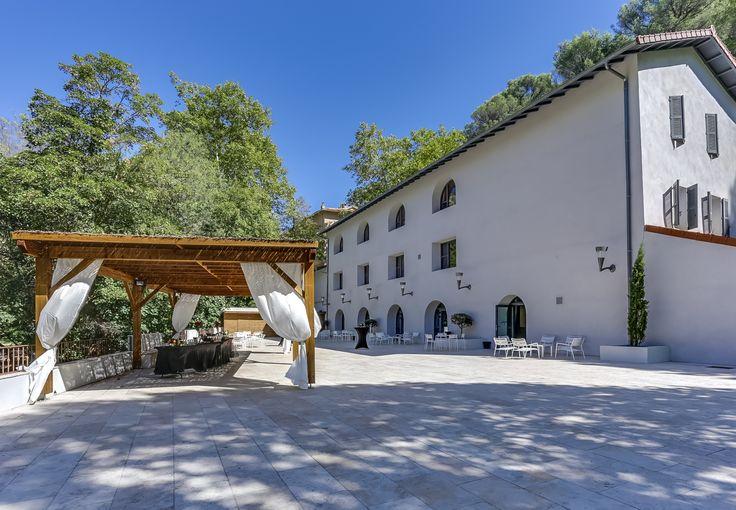 Salle de réception - Gemenos - Provence - Sud de la France - Bouches du Rhône - Terasse - Tonnelle en bois -  Mariage - Baptême - Anniversaire - Verdure - Nature