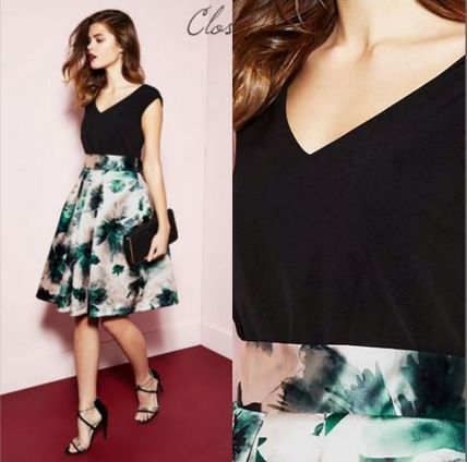 Lipsy ワンピース 日本未入荷 Lipsy Closet Vネック&バック 花柄スカート ドレス