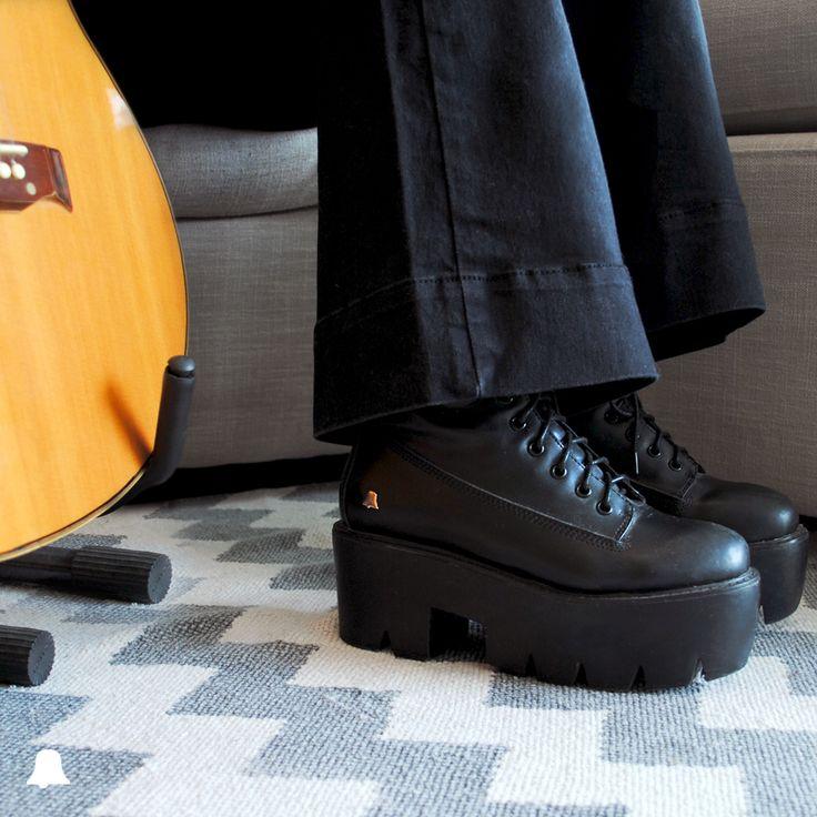 ¡Seguí disfrutando de nuestra exclusiva selección de #BellmurShoes con un súper #SpecialPrice!  - Bota Acordonada con Plataforma // ZBELL124 - Jean // JENNIFER BLK16  Te esperamos en nuestro local de Montevideo Shopping
