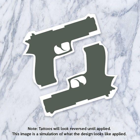 Kleine Pistole Tätowierung Rihanna Pistole Waffe von Tatzarazzi
