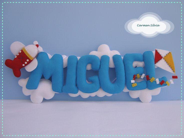 colgante: nombre grande entre nubes