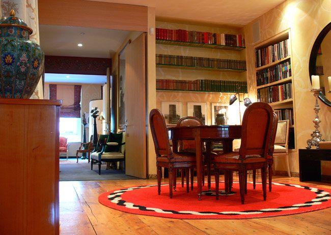 His home is in Soho but we could have been in Paris. Robert Couturier is as sophisticated as his home, which exemplifies his own cultured background. A cultural sensibility of design, a mind full of history, a joint of eras, be it a luminaire from the 1960s or a Louis XVI commode. It's to say that Robert is an American with a worldwide sense of style and design.