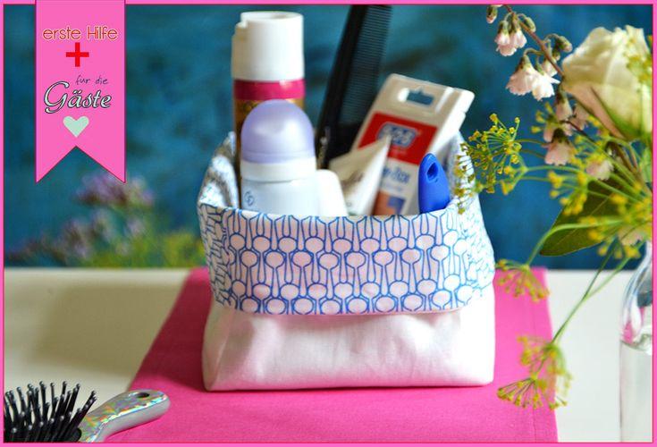 Taschentücher|Traubenzucker|Mini-Fusselrolle|Fleckenentferner-Stift|Haarspray|Kamm und Bürste|Pflaster|Sicherheitsnadel|Mini-Nähset|Kaugummi|Zahnseide|Handcreme|Deo|Tampons|