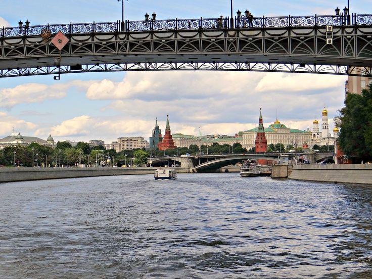 Moszkva-parti esték, / Подмосковные вечера /  Hajózás a Moszkva folyón