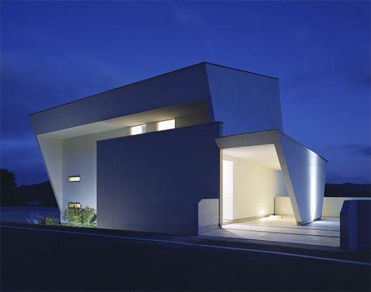 家屋の建築。おしゃれ。長崎にあるみたい。(via I-house by Masahiko Sato)
