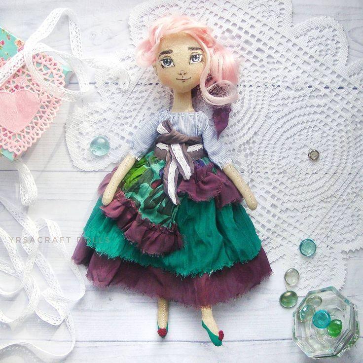 одарок на Новый Год, День Рождения. Кукла малышка, трессы, милая девочка, розовый, изумрудный,бордовый,марсала, декор интерьера, украшение квартиры и дома, yrsacraft, текстильная кукла, интерьерная кукла, купить подарок, авторская кукла, купитькуклу, кукла, handmade, игрушка, подарок для девочки, подарок для девушки, ручная работа, набор одежды, декор, дизайн интерьера, украшение интерьера, утренний свет, нежность, кукла с гардеробом