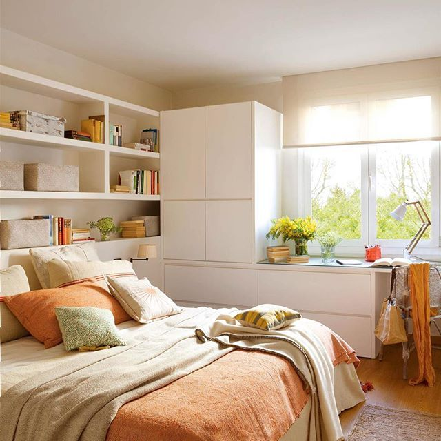 Hagamos un experimento. Paséate por casa con papel y boli y anota los pequeños rincones que tienes: el tabique de la cocina, un espacio bajo la ventana... ¿Lo tienes? Ese papel es como un mapa del tesoro. Ahora solo tienes que imaginar en qué los convertirás (link en la bio) . . #elmueble #decoracion #decoration #huecos #pocosmetros #buenasideas #godoideas #pisomini #tesoros #godoideas #dormitorio #cabecero #amedida #comoda