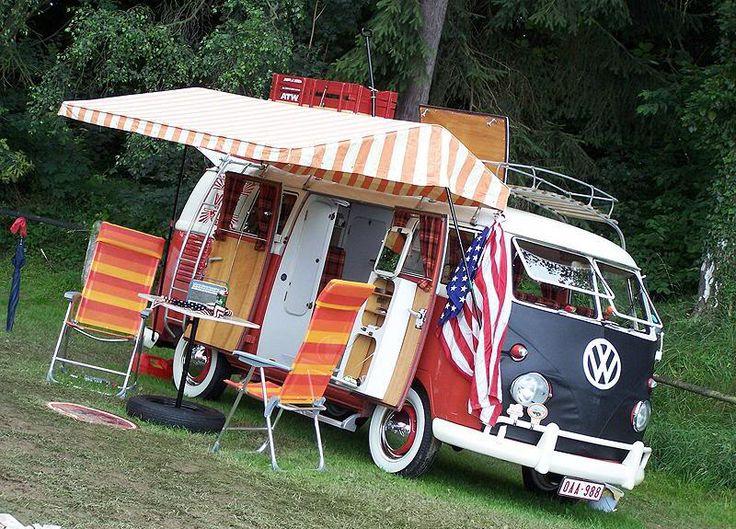 Der Kultwagen VW Bus, auch Bulli genannt, wurde ursprünglich als Kleintransporter entwickelt. VW Bulli ist seit Jahrzehnten das erfolgresichste Modelle von Volkswagen. Der VW Bus wurde seit 65 Jahren 12 Millionen mal verkauft. Volkswagen präsentierte die neue Version des beliebten VW Bulli. Der neue VW T6 soll mit neuen, sparsameren Motoren, modernster Technik und verbesserter ...