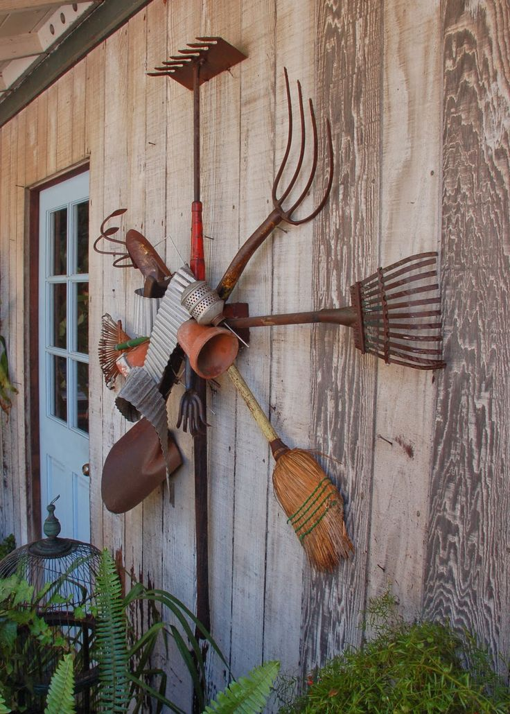 DIY of how to take your old rusty garden tools and turn them into an awesome wreath sculpture! www.mamableu.com