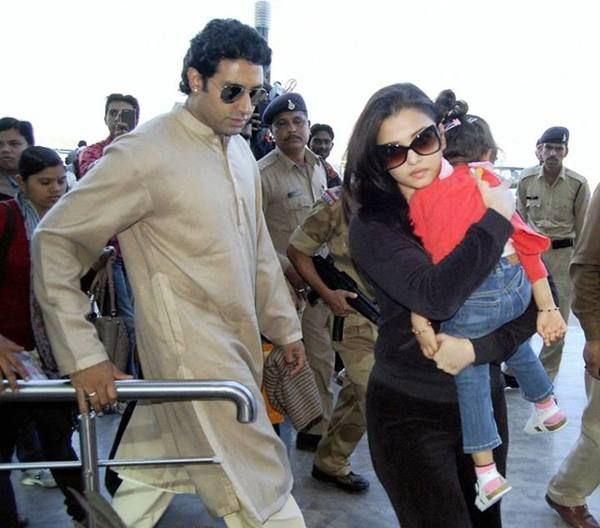 Aishwarya Rai Bachchan Aaradhya Bachchan Gallery - Spotted returning to Mumbai from Bhopal