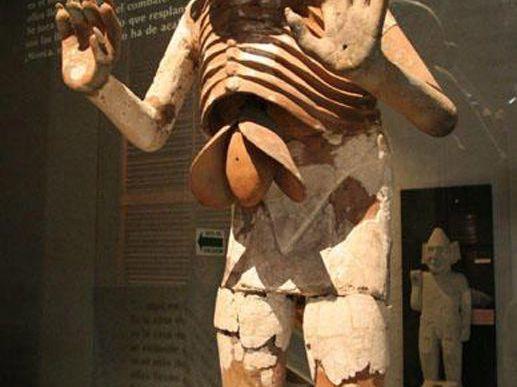 Buenas Noches, ahora les Posteare Un Post Más de los Dioses Aztecas, Este esta dedicado a la Madre del Dios Huitzilopochtli y de Todos los Aztecas. COATLICUE. Es La Diosa de la Tierra y Dadora de la Vida y la Muerte, su Nombre en Náhuatl Significa...