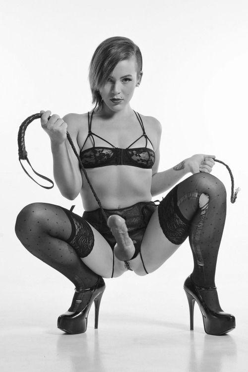 Hot striper lesbian pussy fucking