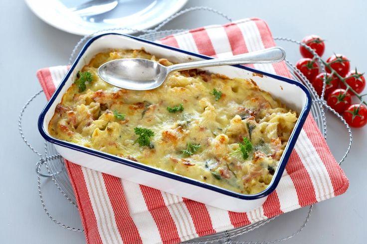 Pasta i form med bacon, spinat og en god ostesaus. Smaker godt og er veldig rask å lage.