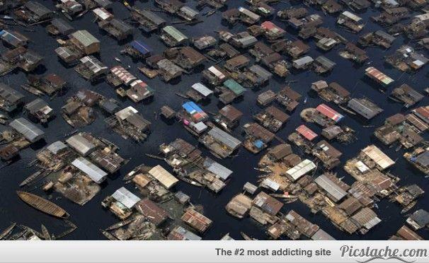boat houses in Lagos Nigeria
