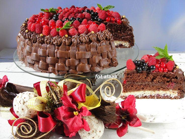 Ala piecze i gotuje: Tort czekoladowy z kokosem i owocami