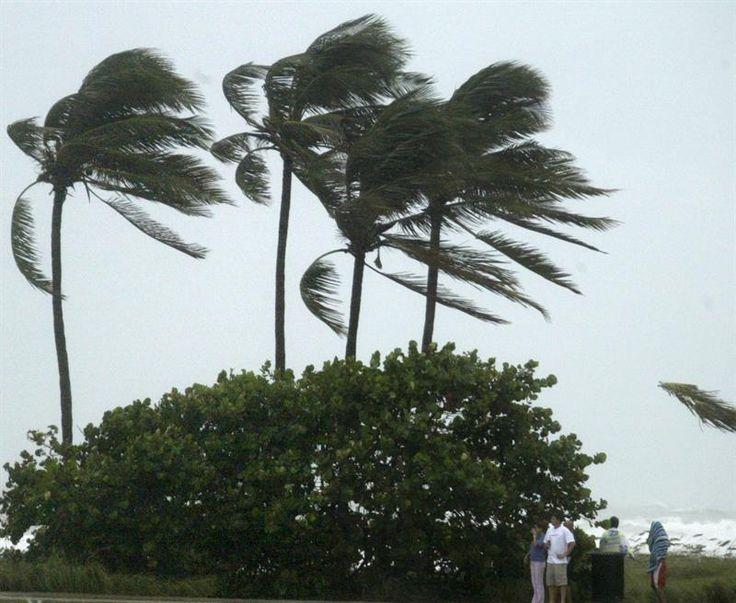 Evacúan costa de Carolina del Sur por el huracán Matthew
