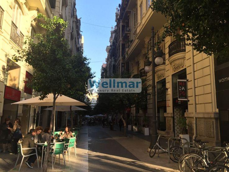 Enamórate de este piso en alquiler junto colón. En un edificio señorial en pleno centro histórico de Valencia.