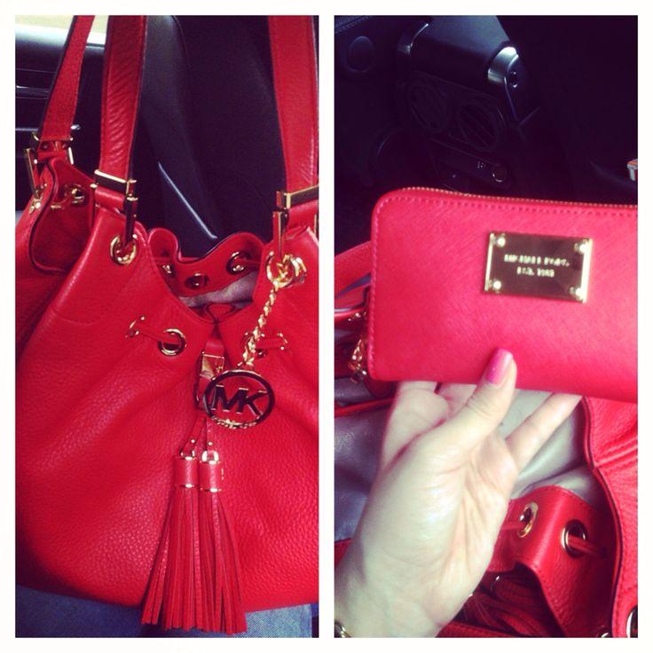 Perfekt bday present <3 #michaelkors handbag and purse