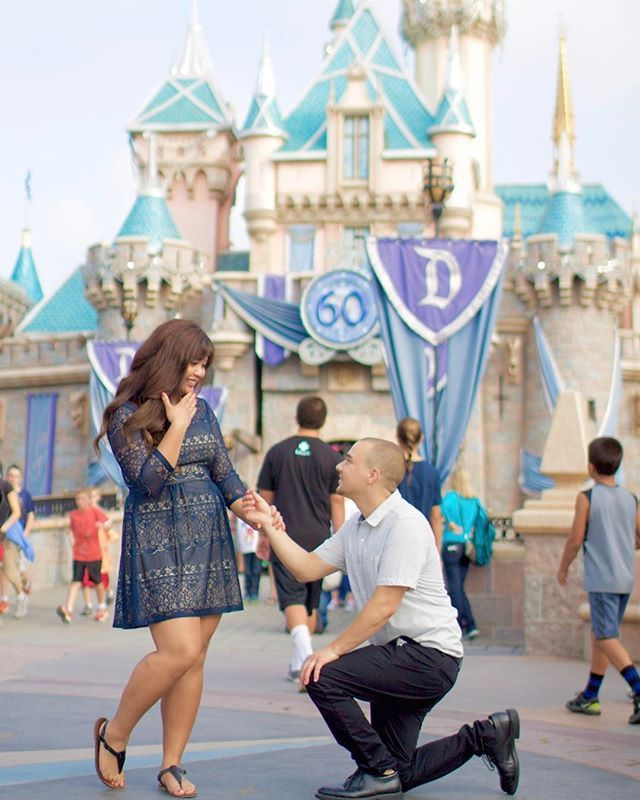 Always a classic. A proposal at the happiest place on earth :).⠀ PC:@disneyland.tastic