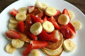 Oatmeal pancakes met kwark, aardbeien en banaan. Hmmm, ze zijn echt super lekker en je zult gewone pannenkoeken niet missen. Dit recept is voor 1 persoon waaruit ik ongeveer 10